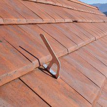BWOOD Anschlaghaken auf Dach mit Ziegeln