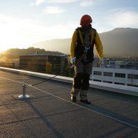 Horizontales Seilsicherungssystem ALTILIGNE bei VERTIC auf Bitumenmembran