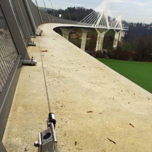 Horizontales Seilsicherungssystem ALTILIGNE bei VERTIC auf La Poya Brücke in Schweiz